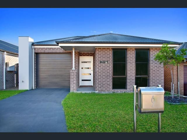 Modern Home Near Blue Mountains & Penrith 4Bedroom