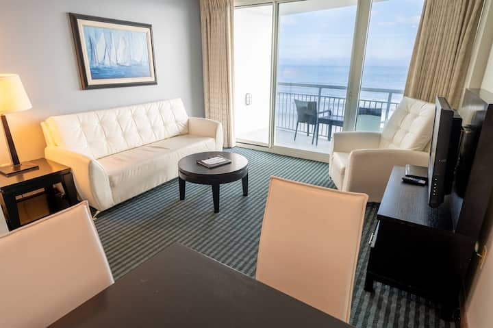 ❤️Modern Suite, Direct Oceanfront, NEW and CLEAN!