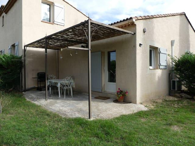 Maisonnette en campagne provençale