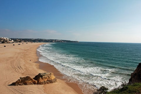 Ocean & Relax near center and Praia da Rocha beach