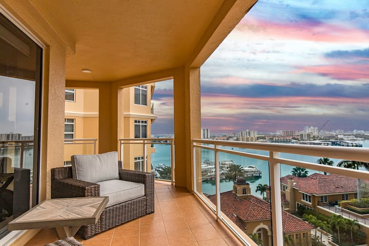 Spectacular Water Views Steps To Clearwater Beach