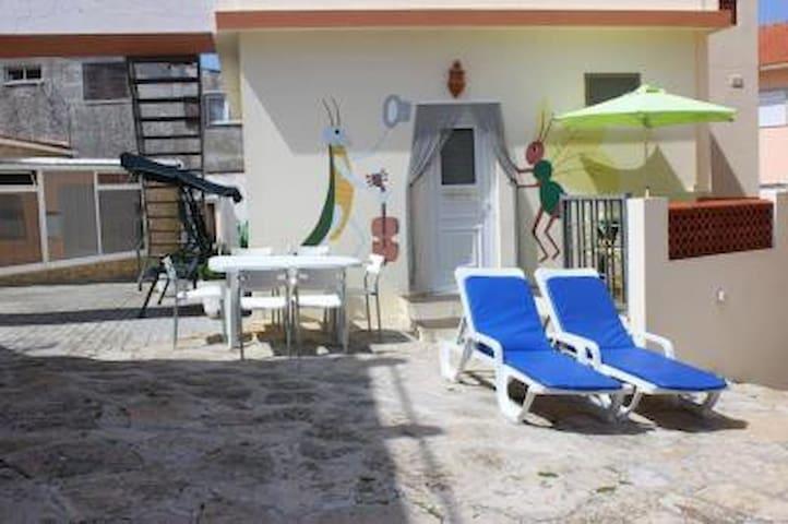 jacuzzi und ein spielzimmer auf dem grundst ck ferienunterk nfte zur miete in atouguia da. Black Bedroom Furniture Sets. Home Design Ideas