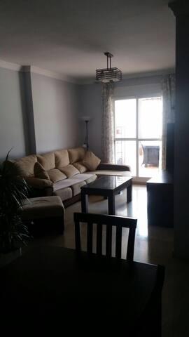 Apartamento con perfecta ubicación - Estepona - Departamento
