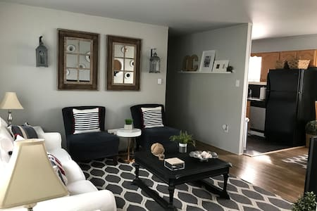 SUPER  CUTE! Renovated Beach Condo in center of OC