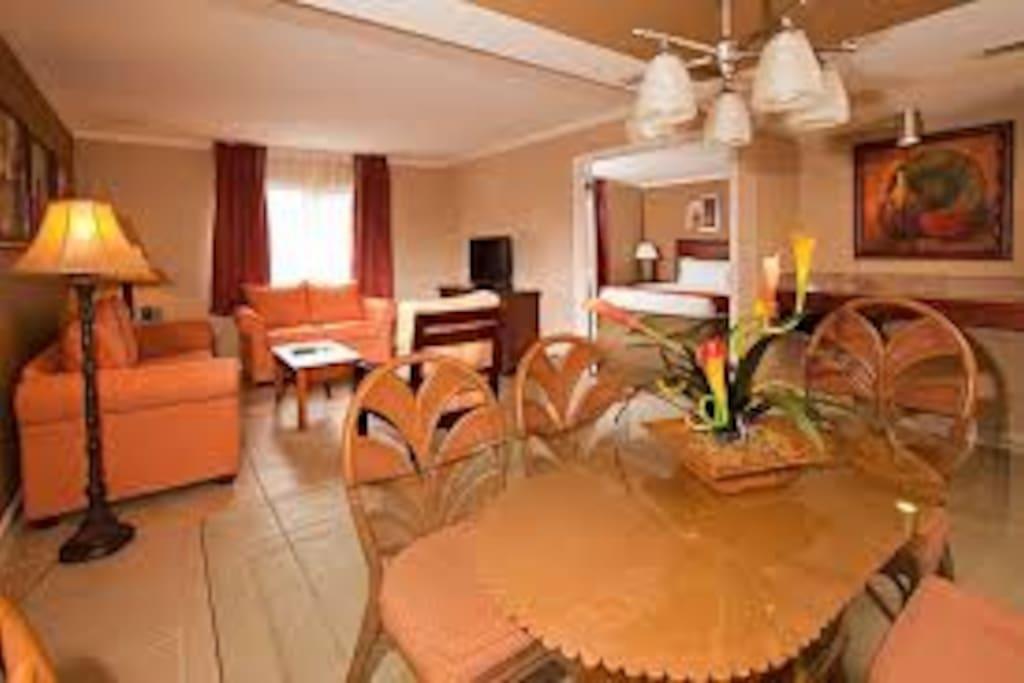 desk/lounge area