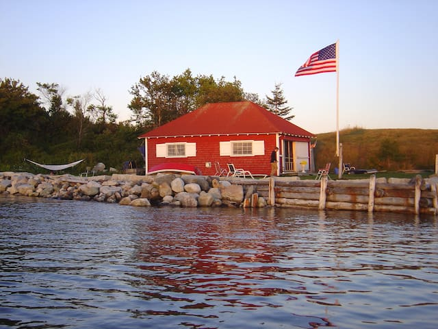 Amazing Boathouse Cottage at Tapley Farms