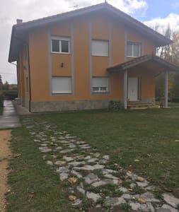 Casa en San Millán de San Zadornil - Araba