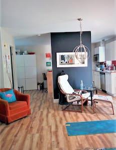 Chambre dans la cabane/Bedroom in the Shack