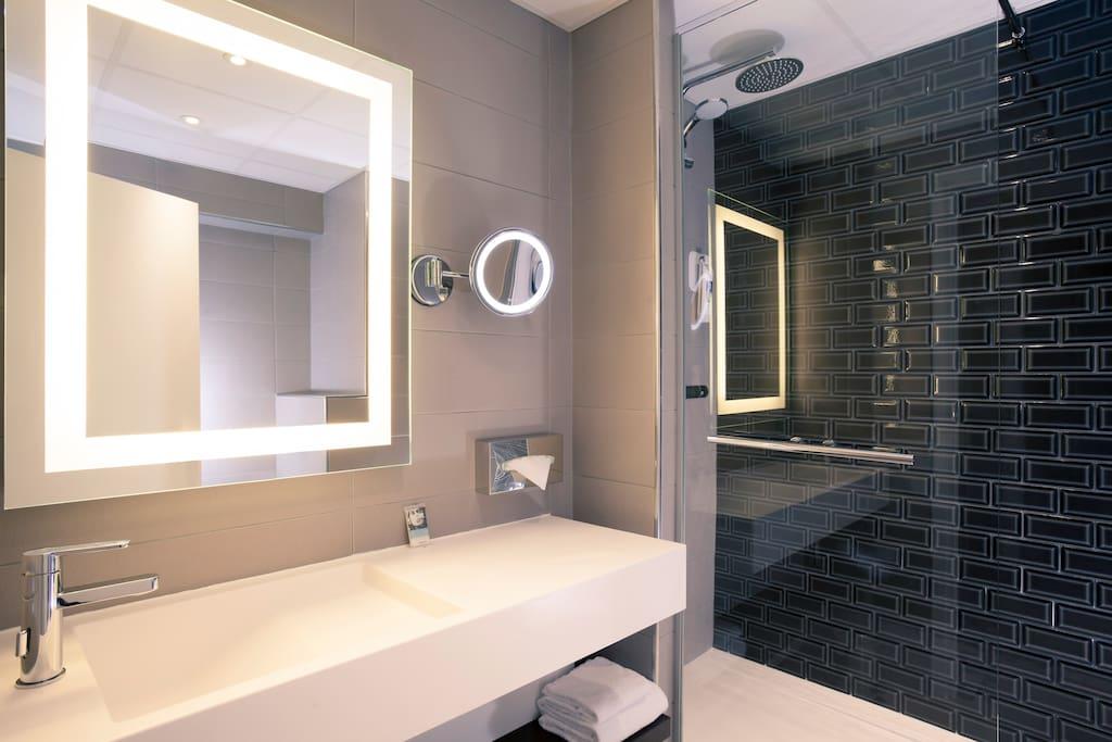 La salle de bain (douche à l'italienne) de la 514