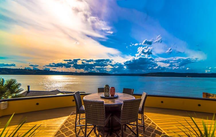 Luxury on The Water- Waterfront Villa