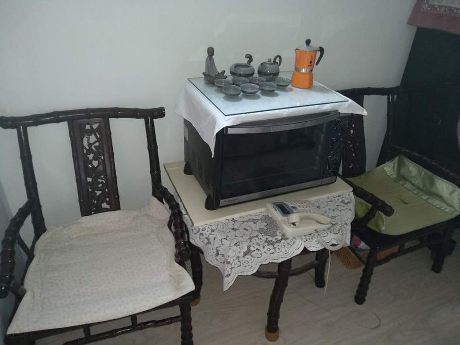 红木椅子,烤箱,茶具,咖啡壶