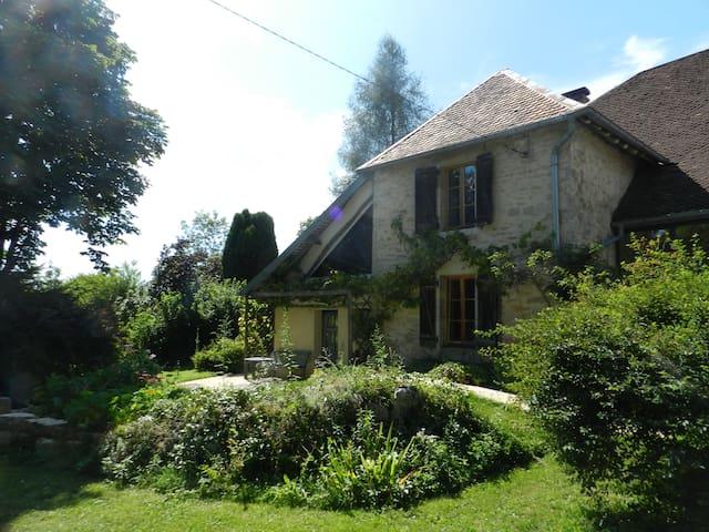 Appartement terrasse jardin dans ferme rénovée - Sainte-Anne - Maison