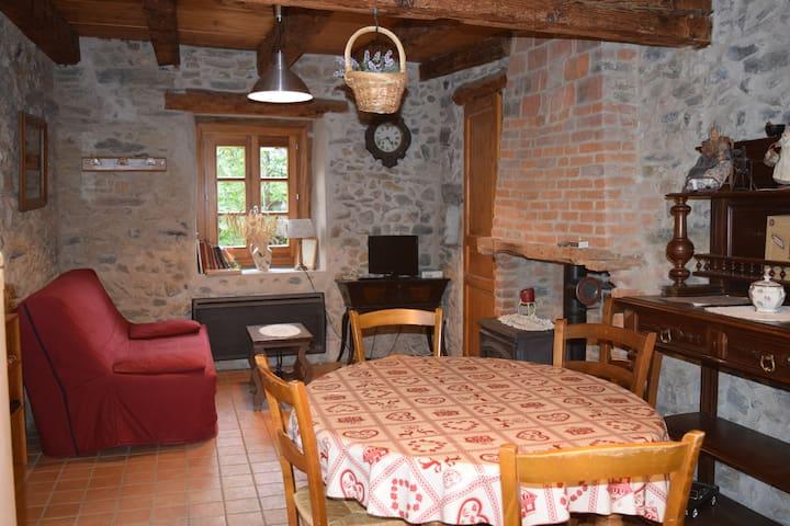 Maison d'autrefois en Belledonne (Isère) - LE CHAMP PRES FROGES - Casa