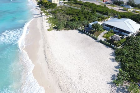 T Caicos BeachsideBungalow, secret secluded beach - Cockburn Town