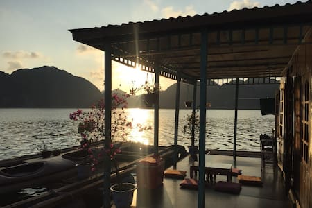 InnerX-Stay. Floating homestay, Lan Ha bay
