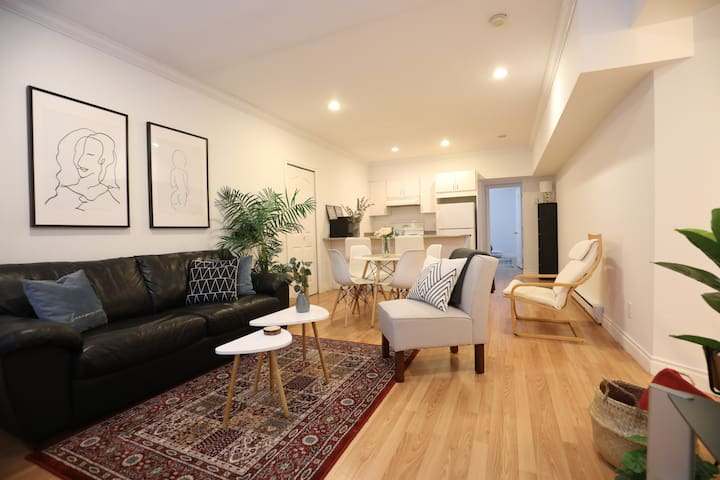 BRIGHT AND MODERN SUITE-PERFECT LOCATION!