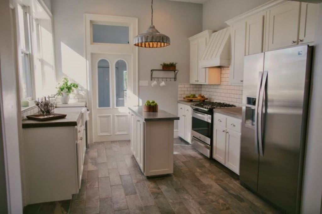 mailander house remodeled on fixer upper season 1 houses for rent in waco texas united states. Black Bedroom Furniture Sets. Home Design Ideas