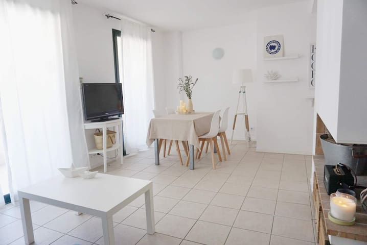 101.48 Two bedrooms apartment located in the entrace of Cadaqués