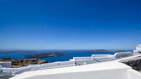 Calderini Villa - Luxurious stay with caldera view