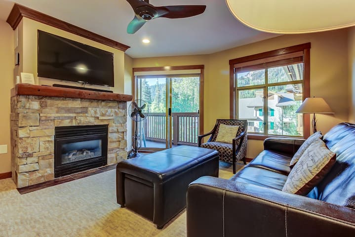 Sleek ski-in/out condo w/ Club Solitude access & shared hot tub, pool & more!