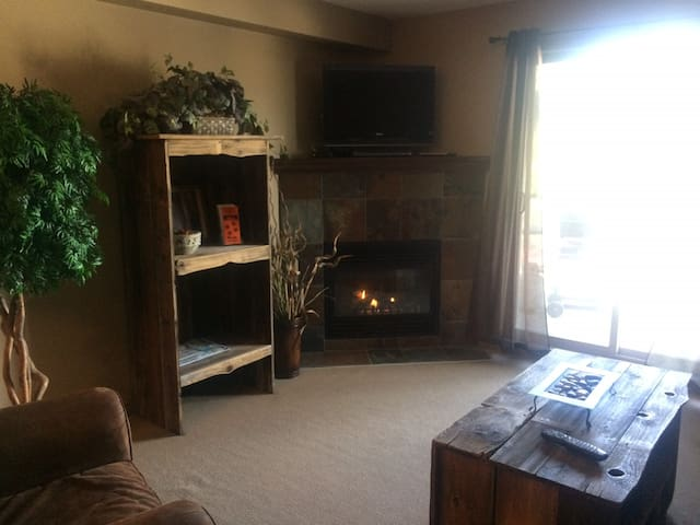 1 BDRM Mountain view Condo in Radium