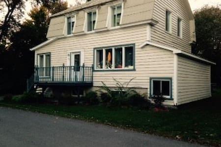 Maison ancestrale entre Montréal et Trois-Rivière - Lanoraie