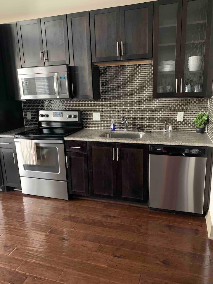 Stylistic Luxury Apartment in Uptown Dallas Area