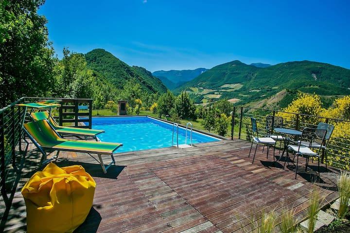 Modern Villa in Acqualagna with Pool
