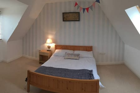 Large Double Room in Working Couples Home (1 of 2) - Weymouth