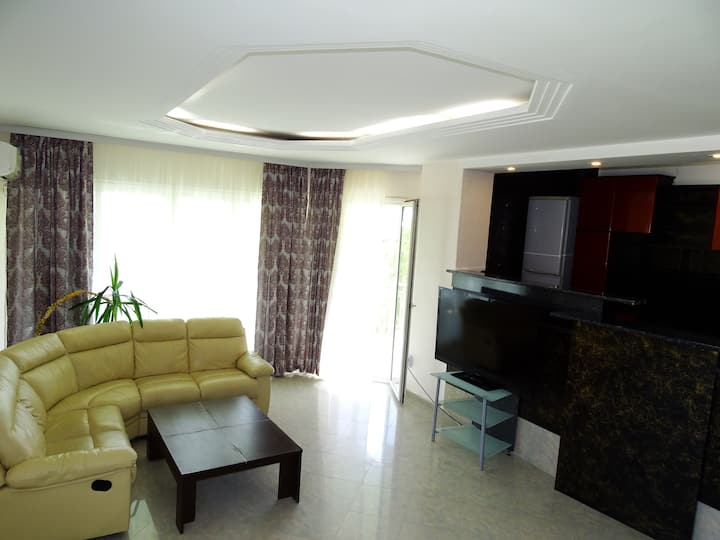 Luxury 2 bedroom apartment great for family- Varna