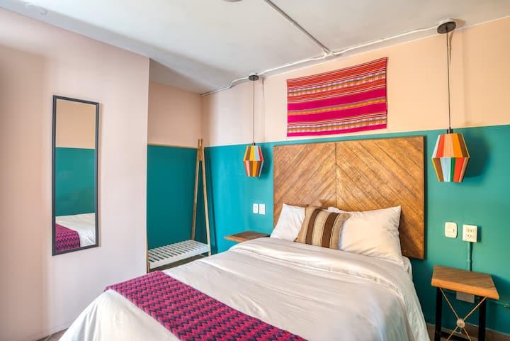 Selina Huaraz - Small Room