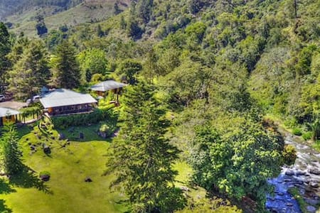 River front mountain ranch at Manabao!!! - Manabao - Blockhütte