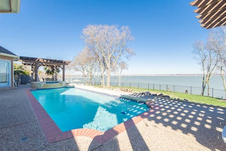 4400 ft 6BR/4BT Lakefront, pool, newly remodeled