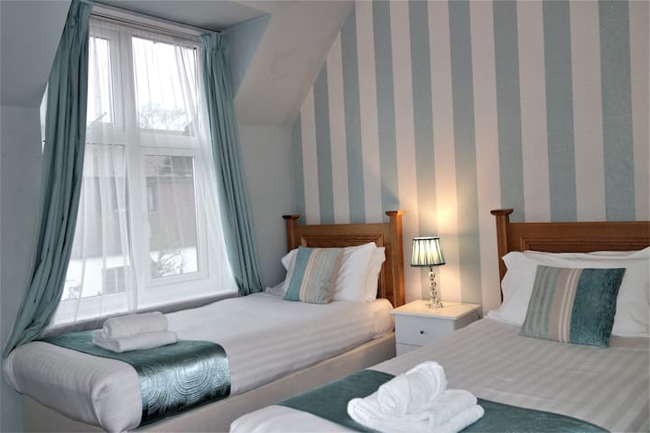 Gable End Hotel - Twin Room