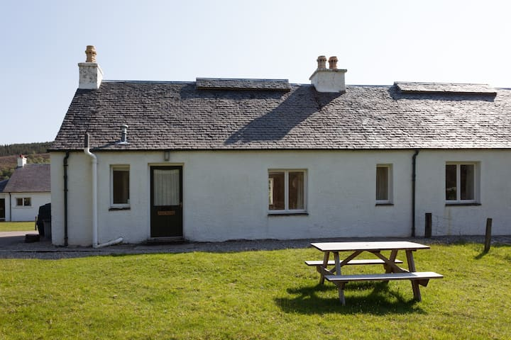 Cosy, pretty, peaceful cottage where deer appear - Lochcarron - Casa