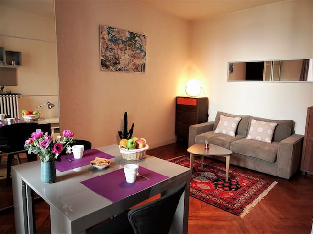 Nice studio with sea view to the Panier - Marselha - Apartamento