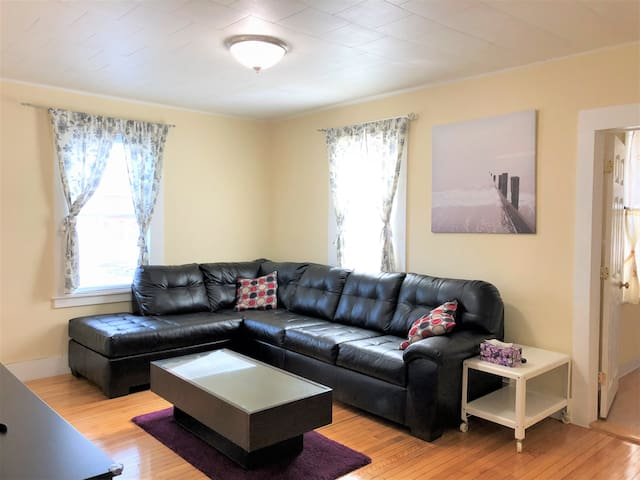 Home away from Home 3 Bedroom Close to Boston