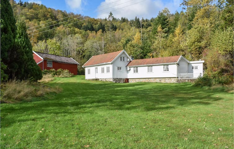 Holiday cottage with 5 bedrooms on 150m² in Lyngdal