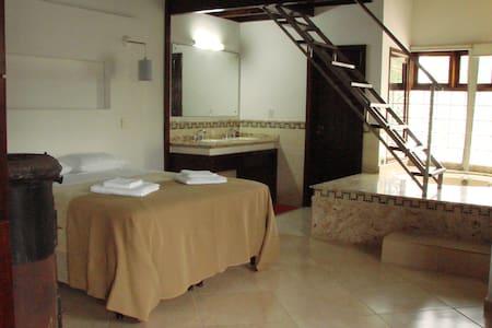Suite Casal na Praia Daniela SC - フロリアノポリス - 一軒家