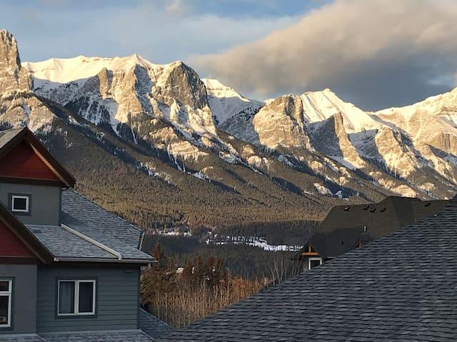 Condo for 7--Mountain Escape w/ stunning views