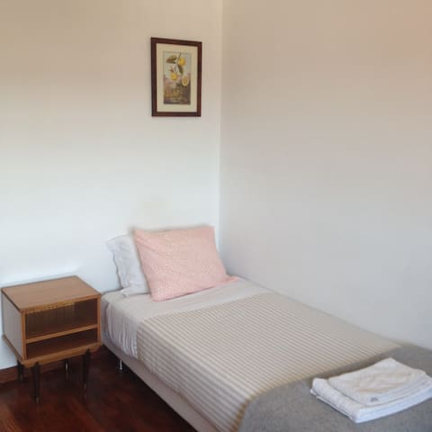 Single bed room in a traditional district flat