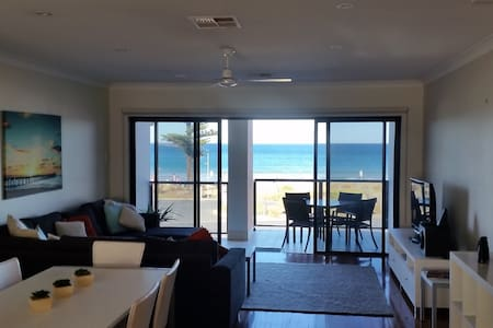 Moana Esplanade - Beachfront Townhouse