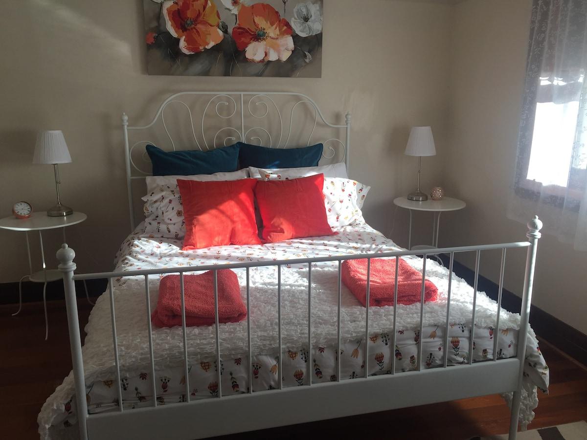 Art Deco Home, Orginal Period Style, Modern Decor!   Houses For Rent In  Yarram, Victoria, Australia