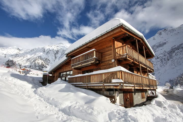Mountain Lodge 4 bedroom chalet