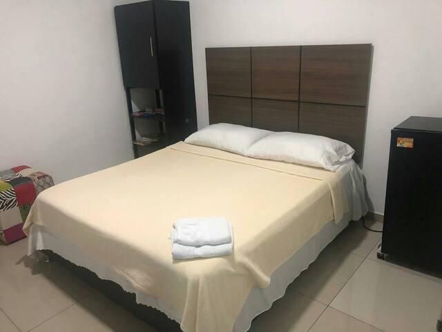 Habitación cama queen