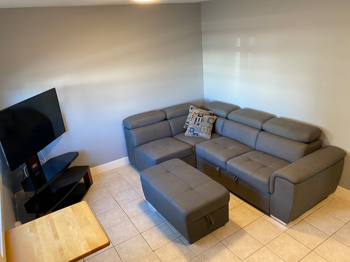 Newly renovated Apartment In Surrey City Center L8