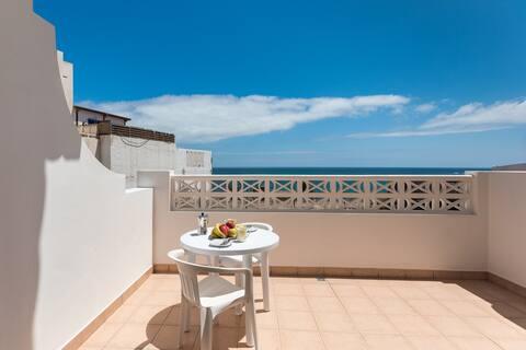 Home2book Sea Front Puerto Lajas