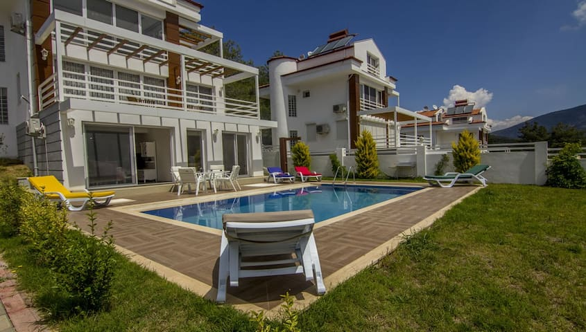 6 Bedroom Detached Villa in Hisarönü with Pool