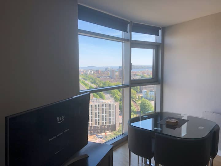 2 Bedroom City Centre Apartment + WiFi & Parking