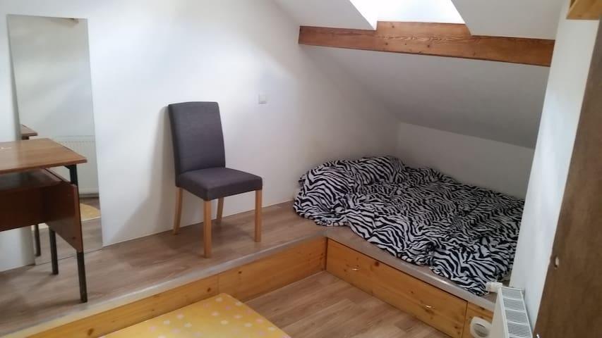 Chambre n°4/5 de 12m² à l'étage